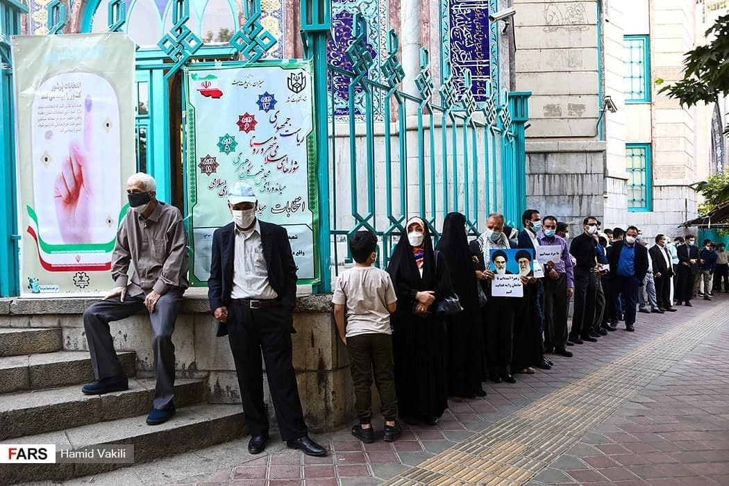 حسینیه ارشاد تهران - صف مردم برای رایدادن