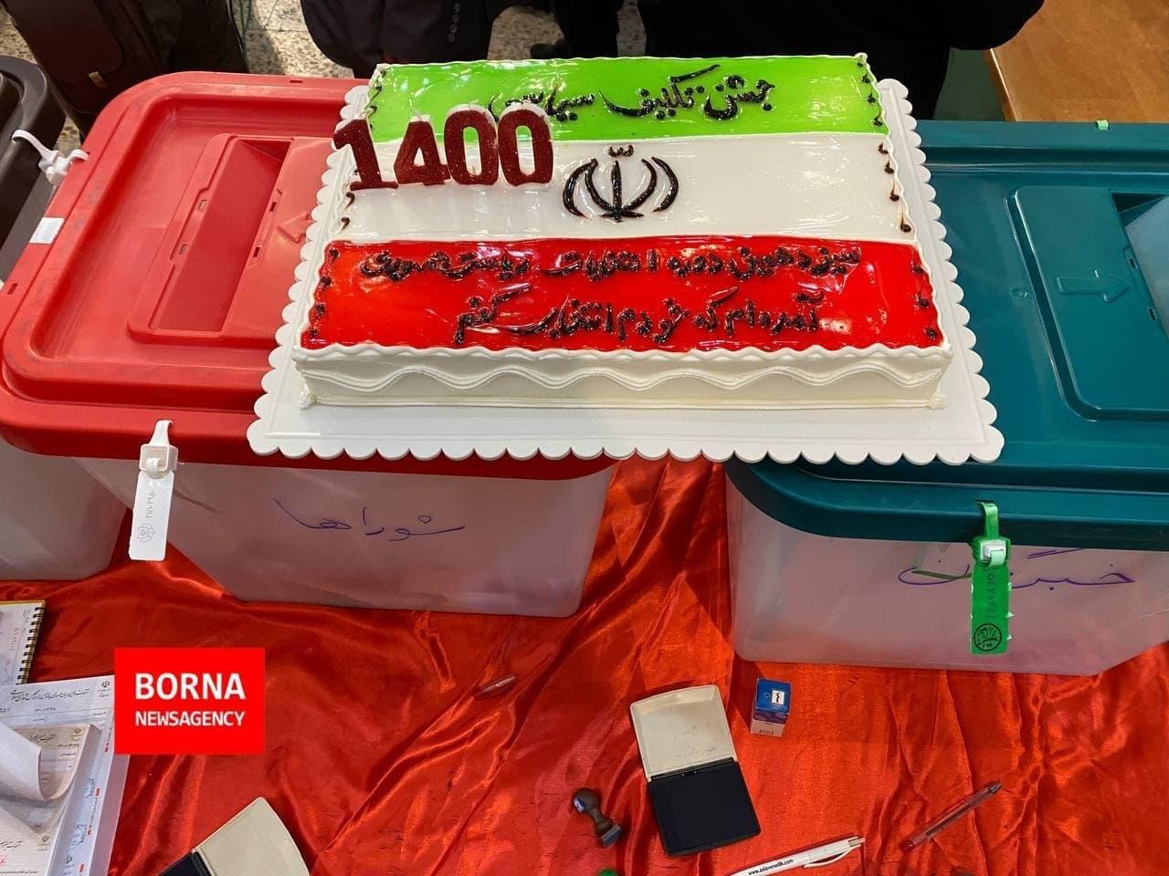 کیک به مناسبت اولین شرکت در انتخابات - مسجد لرزاده