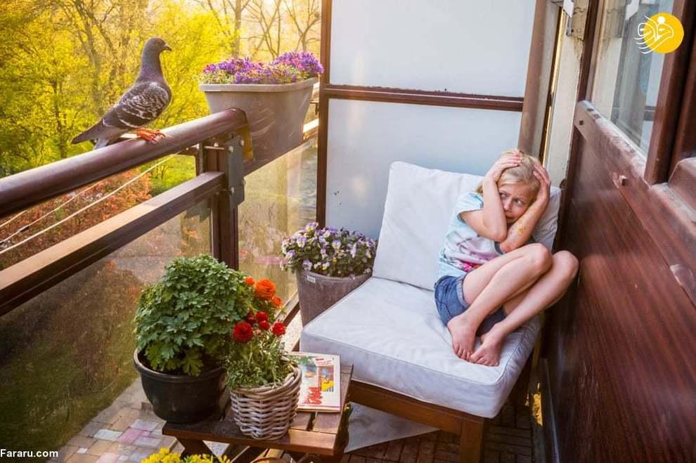 ترس دختربچه از نشستن کبوتر روی بالکن خانه در هلند (عکاس: جاسپر داست)