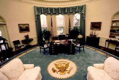 رئیس جمهور بوش، سال 1990 میلادی.