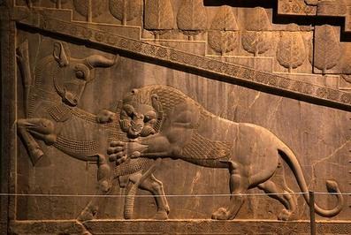 نقش شیر و گاو در پلکان آپادانا