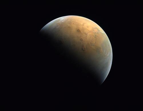 اولین عکسِ ماهواره امید امارات از سیاره مریخ!