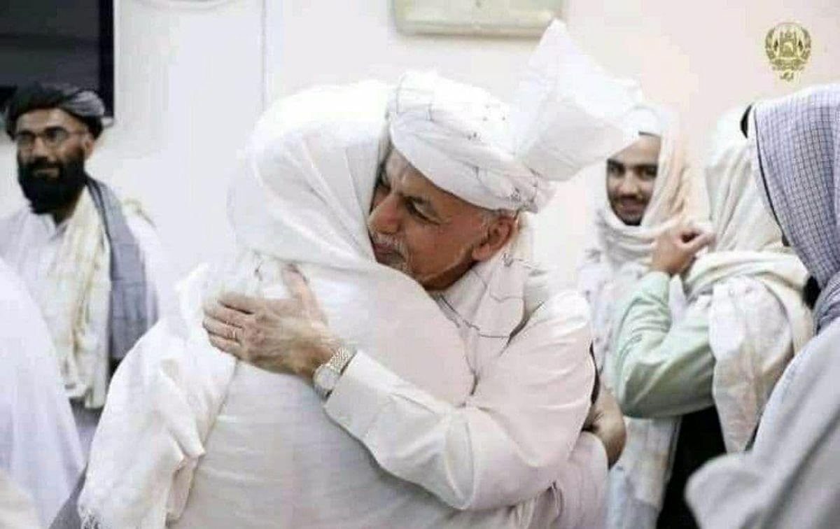 خوشامدگویی اشرف غنی به طالبان در کاخ ریاست جمهوری!+عکس