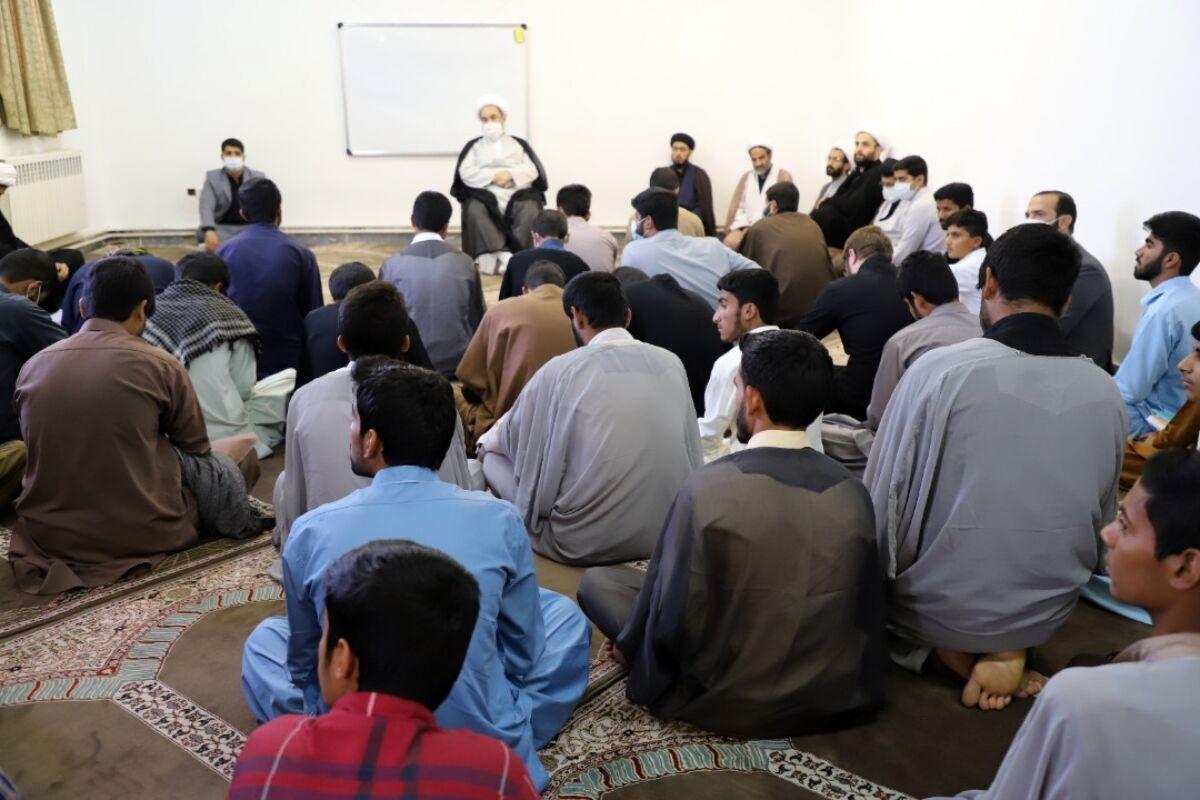 امام جمعه زاهدان: سرمایهگذاری بر روی طلاب انجام شود