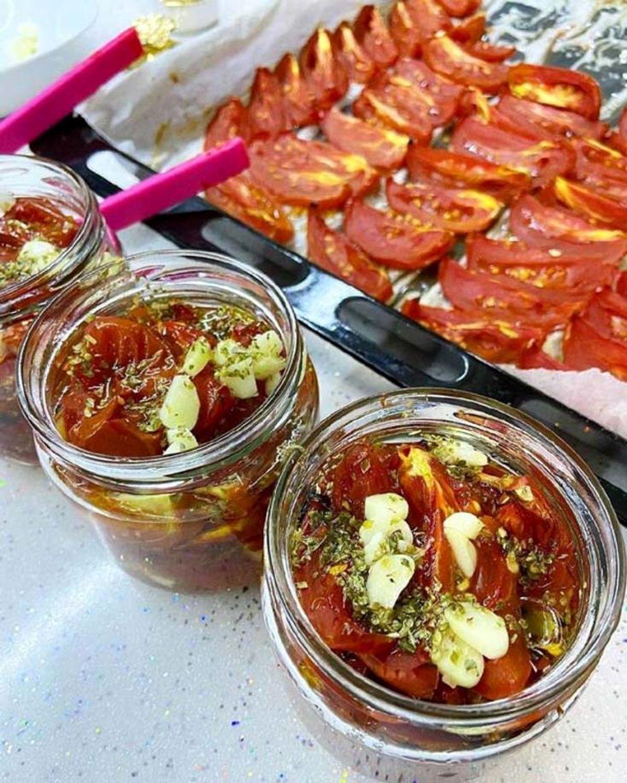 کنسرو گوجه فرنگی کبابی با طعمی فوقالعاده خوشمزه