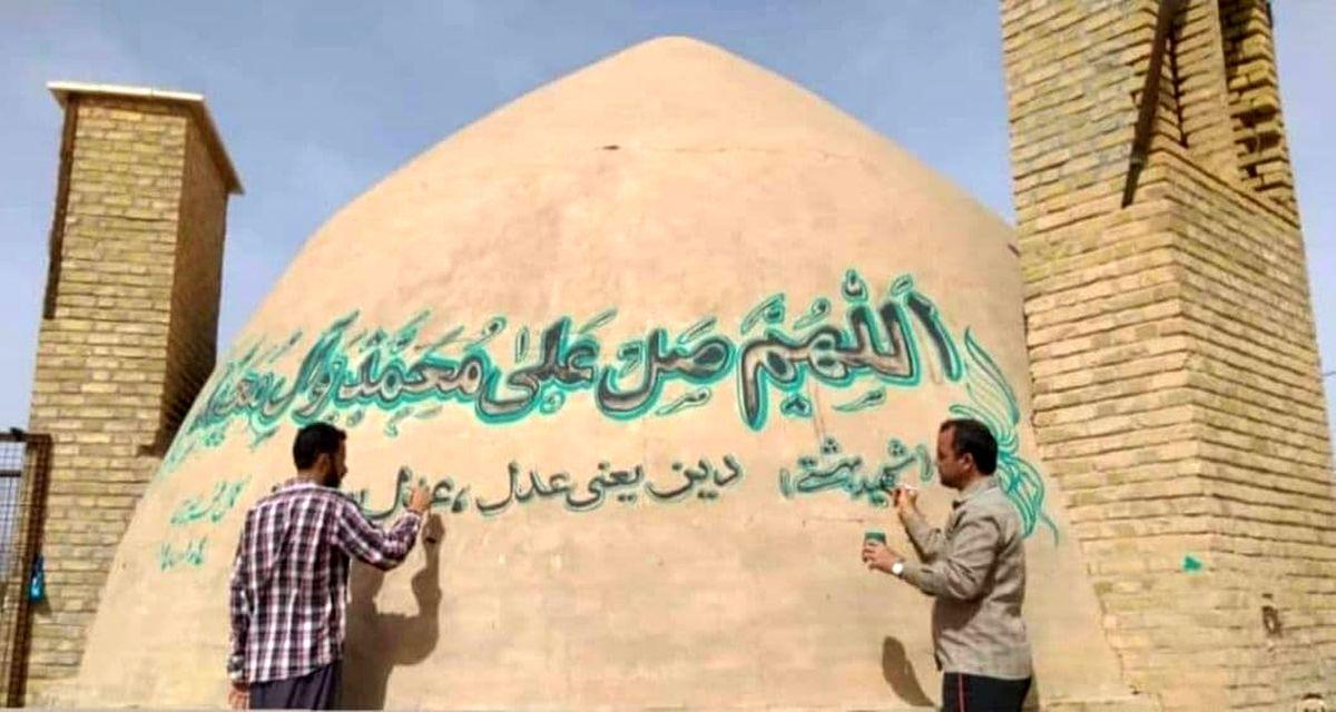عکس عجیب ازدیوار نویسی روی یک آبابنار تاریخی در یزد