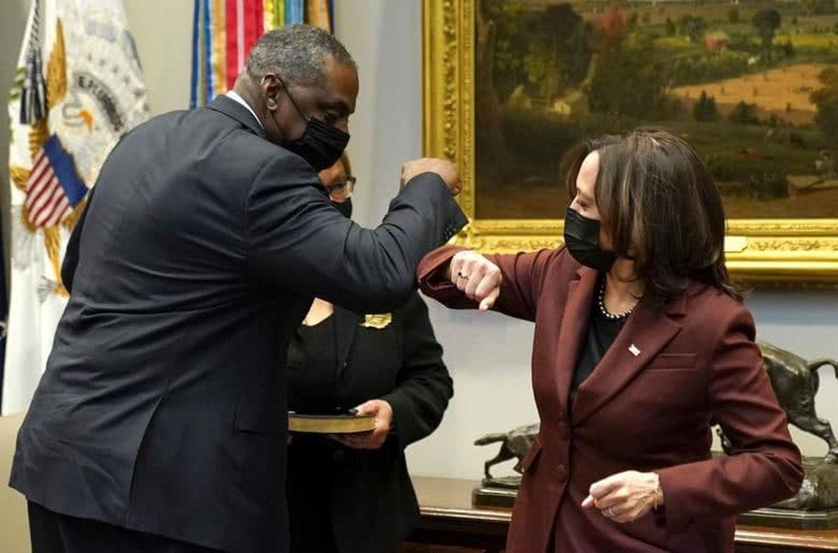 عکس دیده نشده از مراسم سوگند نخستین وزیر رنگین پوست آمریکا