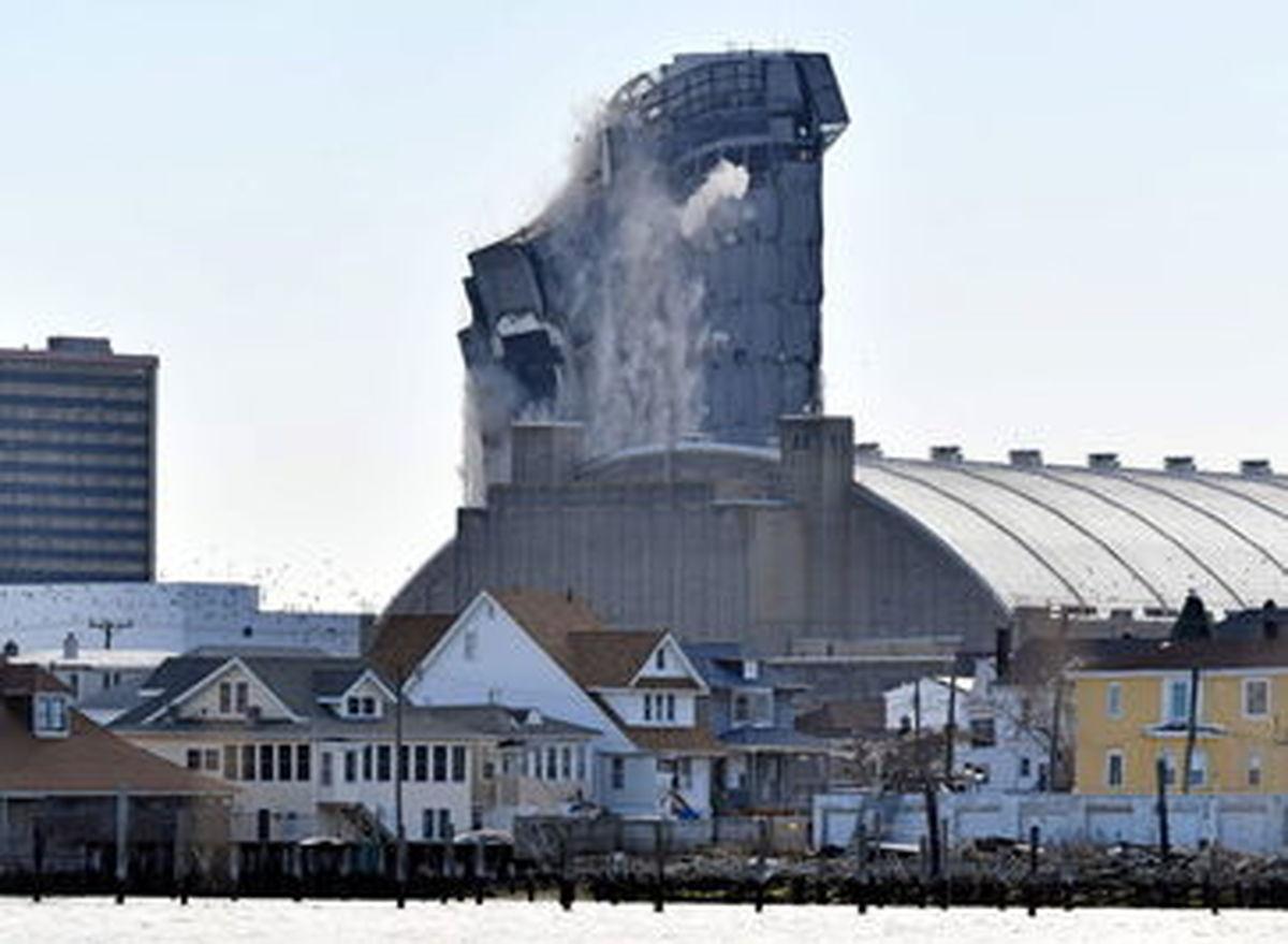 انفجار، دود و جای خالی کازینو ترامپ در آتلانتیک سیتی+عکسها