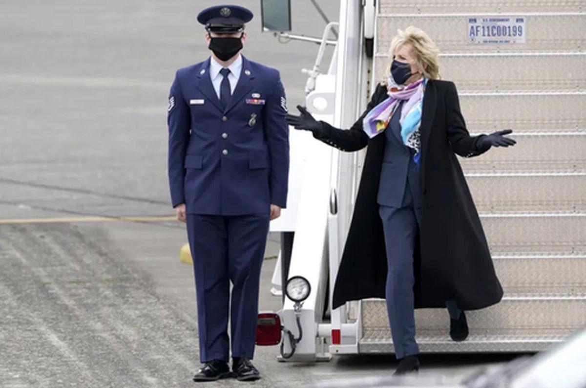 """بازگشت """"جیل بایدن"""" بانوی اول آمریکا به فرودگاه واشنگتن+عکس"""