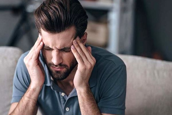 چرا گاهی صبح ها سردرد شدید داریم؟ + راه حل