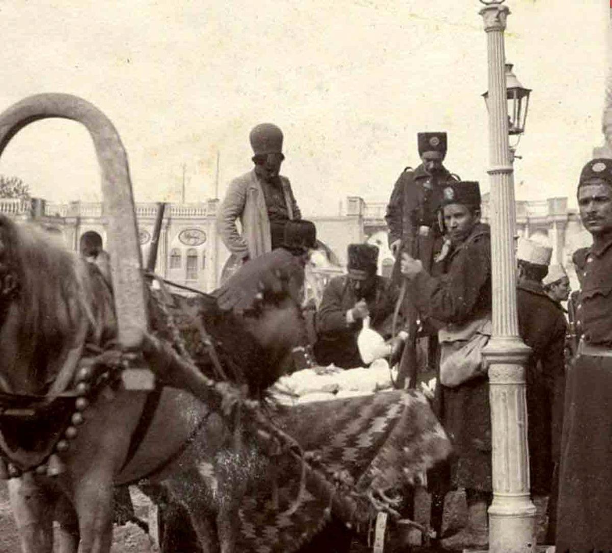 درشکه حمل پول در میدان توپخانه در 110 سال پیش