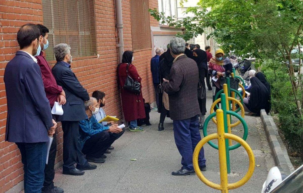 عکس:صف دیدار مردم با احمدی نژاد