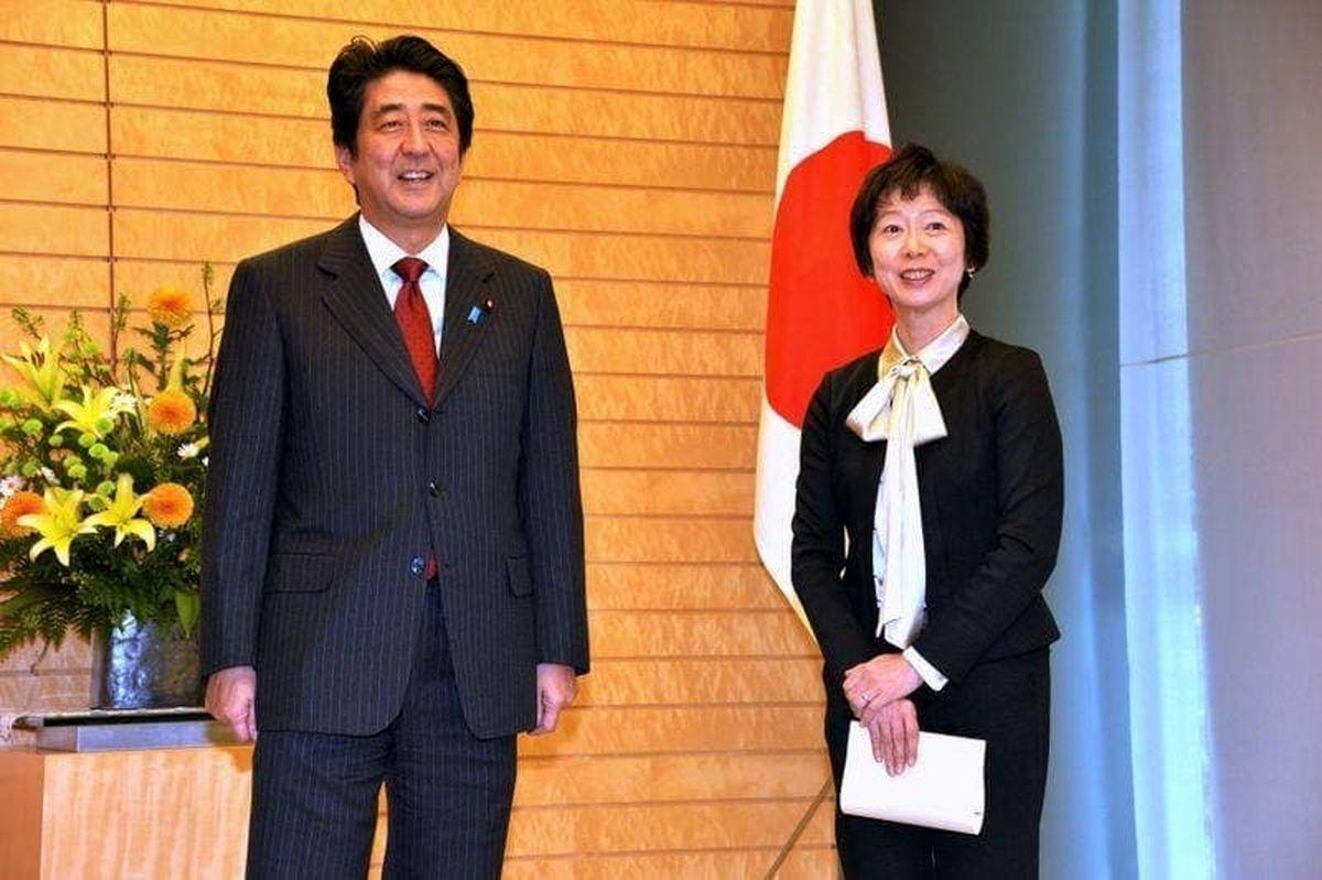 استعفای سخنگوی نخست وزیر ژاپن بدلیل شام گرانقیمت پسرش! + عکس