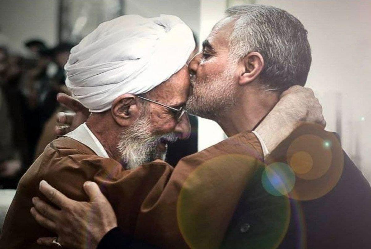 تصویری تکرارنشدنی از بوسه سردار سلیمانی بر پیشانی آیتالله مصباحیزدی