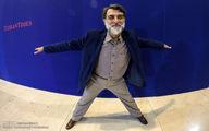 تصویری از ژست عجیب آقای مجری