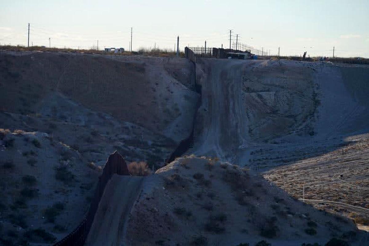پروژه ساخت دیوار مرکزی بین آمریکا و مکزیک با فرمان بایدن متوقف شد +عکس