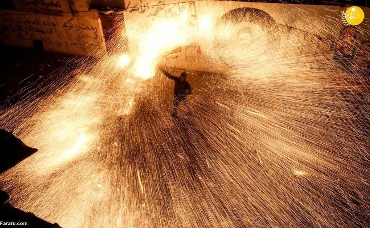 استقبال آتشین جوانان غزه از ماه مبارک رمضان+عکسها