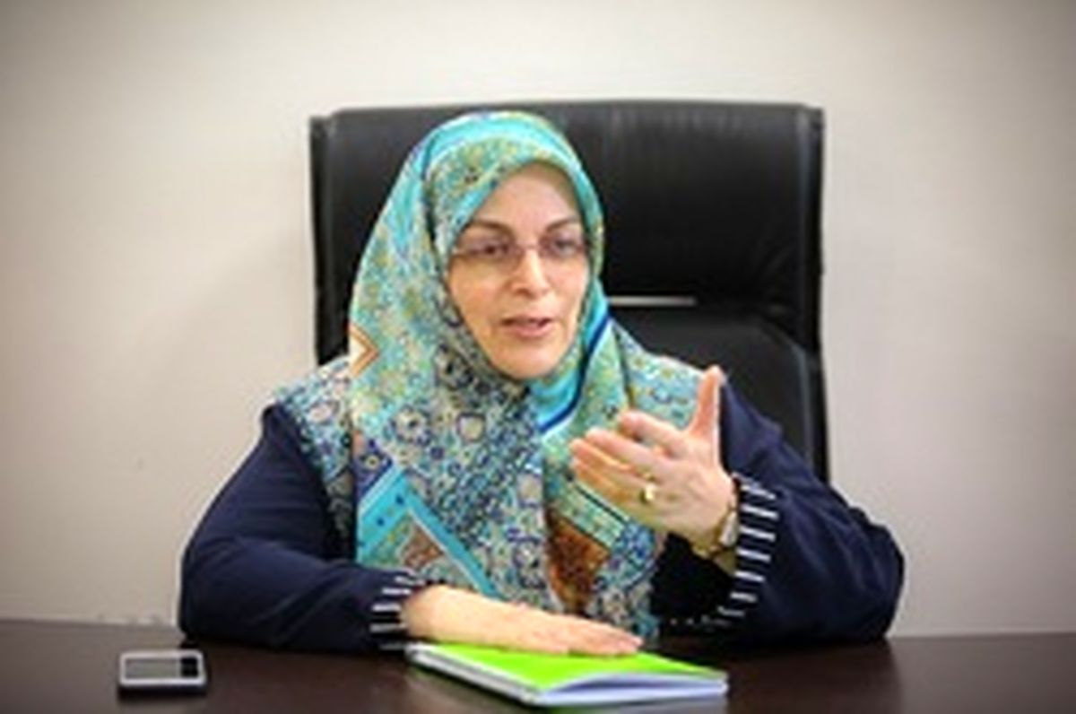 آذر منصوری: زنی که میتواند خلبان هواپیما باشد، چرا نتواند راننده موتور باشد/ برخی مواجهها با مسایل زنان جفای به دین است