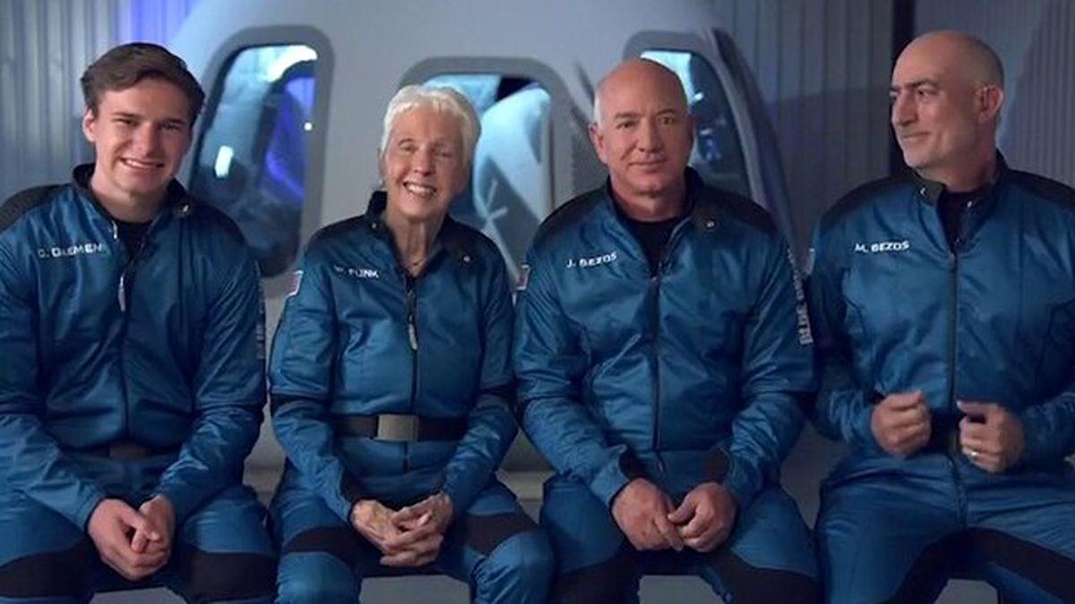 لحظه بازگشت کپسول فضایی حامل ۴ فضانورد به زمین