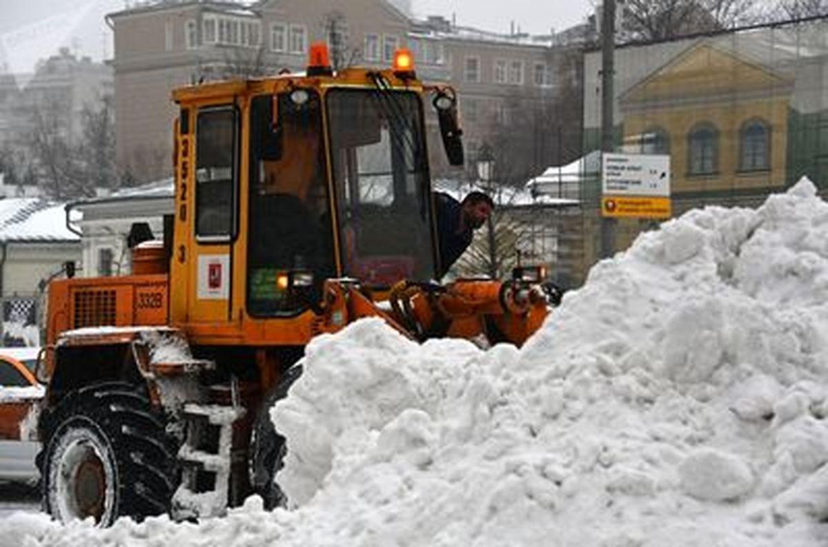 تصاویری عجیب از رکورد بی سابقه بارش برف در مسکو
