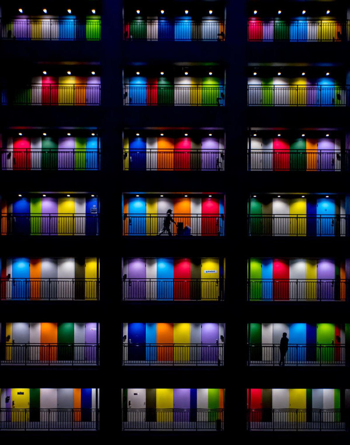 عکسی زیبا از درهای رنگین در اندونزی