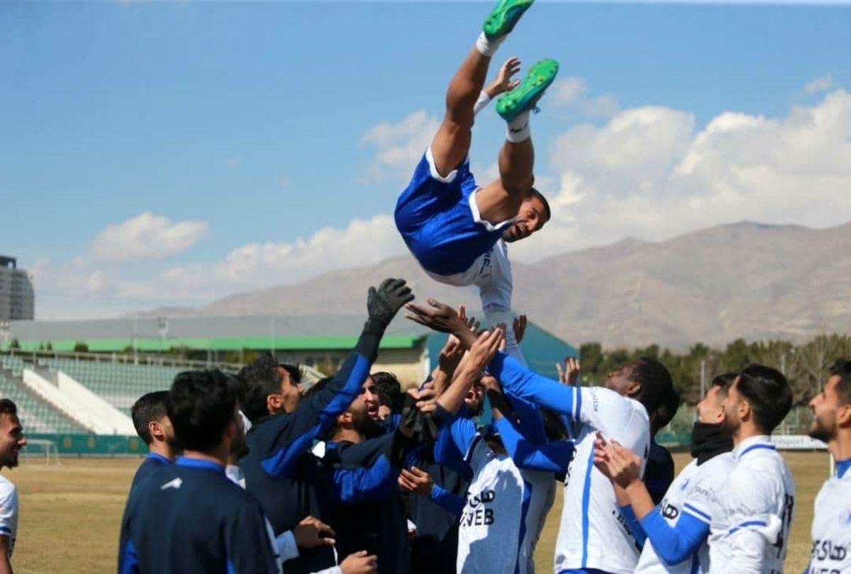 عکس خفن از جشن تولد مسعود ریگی در حاشیه تمرین امروز استقلال