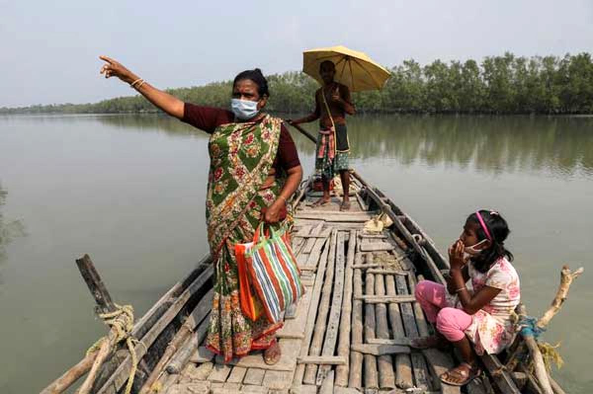 عکسی زیبا از سفر با قایق در جزایر هند