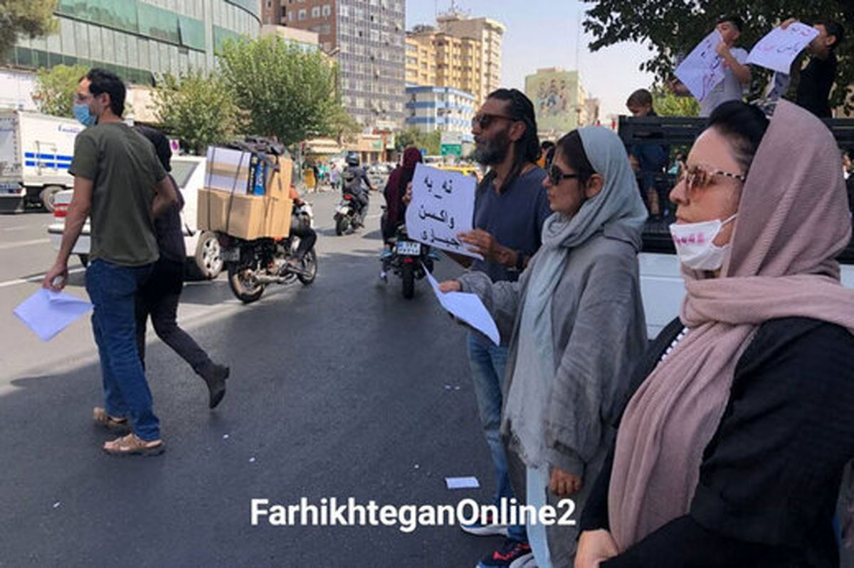 تجمع عجیب ضد تزریق واکسن مقابل وزارت کشور