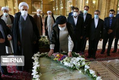 رئیس جمهور متخب در مرقد امام (ره)