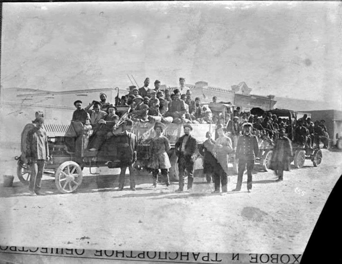عکس تاریخی از اولین کامیون روسی که از مرز وارد ایران شد