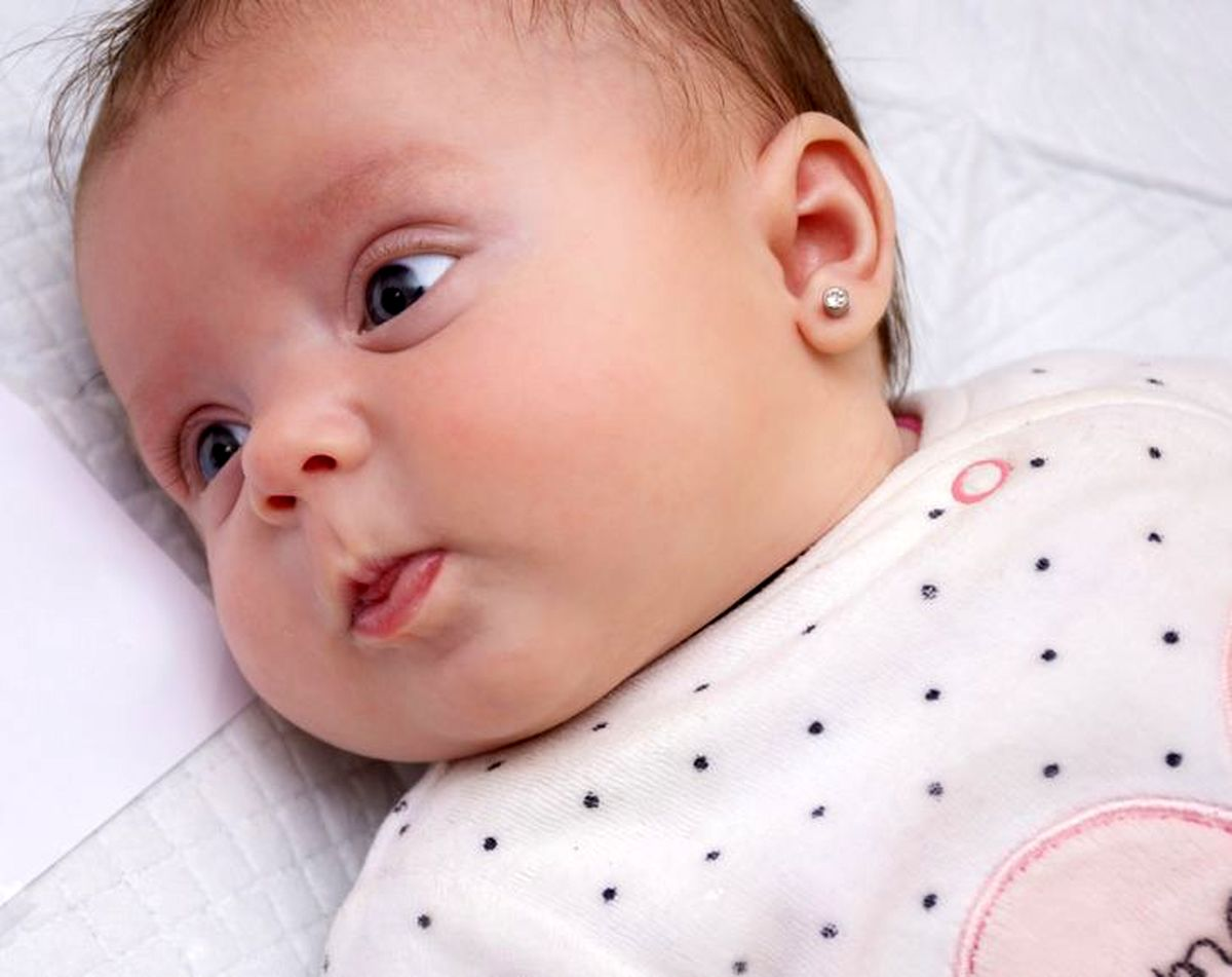 چرا سوراخ کردن گوش نوزادان کار درستی نیست؟