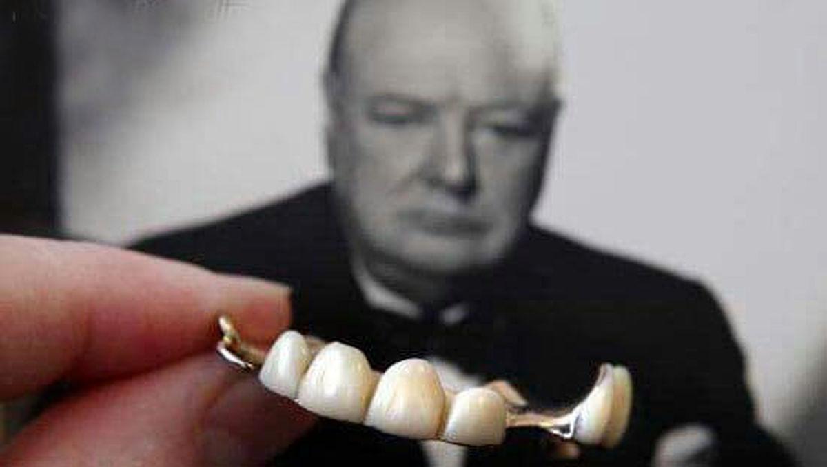 دندان های مصنوعی چرچیل در یک مزایده