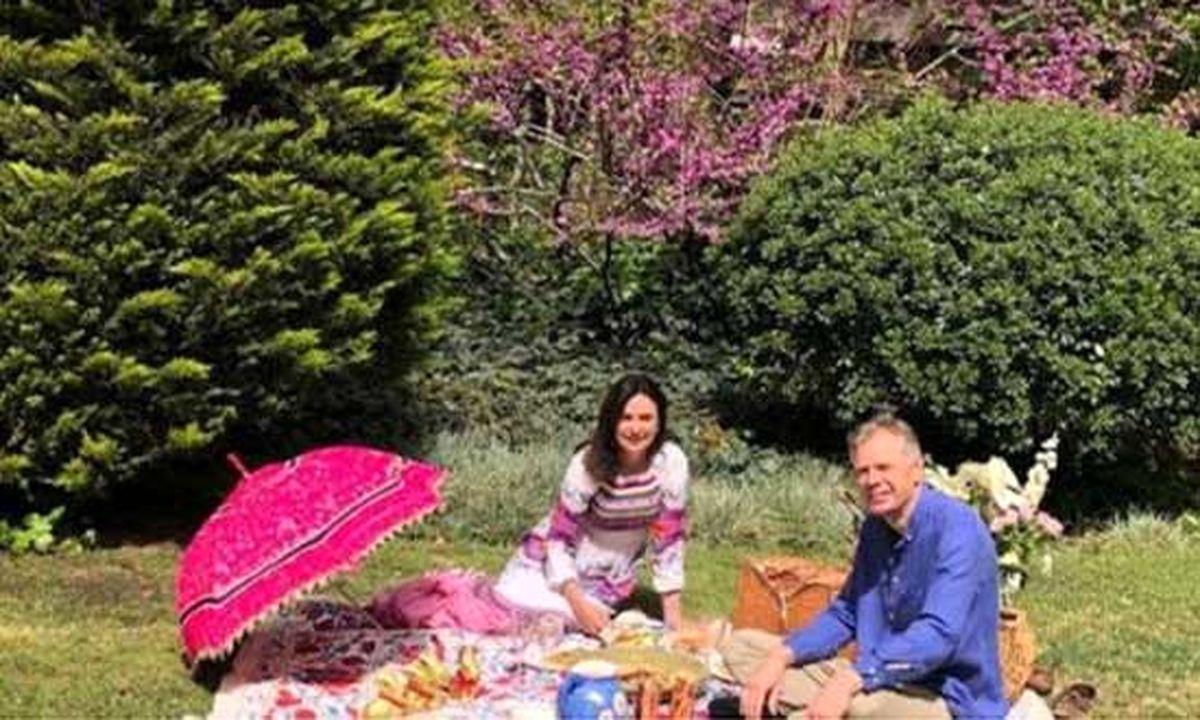 عکس دیده نشده از سیزدهبدر سفیر بریتانیا و همسرش در تهران