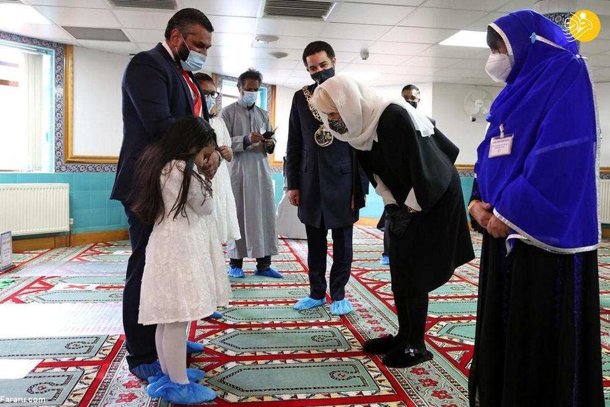 تصاویر دیده نشده از حجاب دوشس کورنوال، همسر ولیعهد انگلیس در مسجد