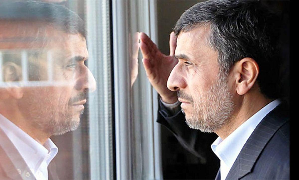 حرکت عجیب احمدی نژاد؛بالا رفتن از نردههای وزارت کشور،فیلم