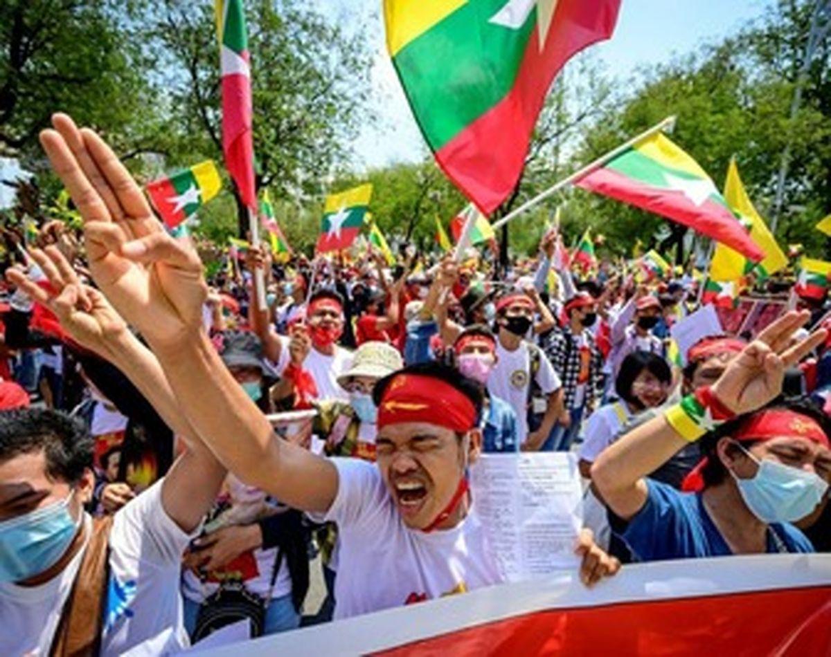 تظاهرات میانماریهای ساکن تایلند علیه کودتا +عکسها