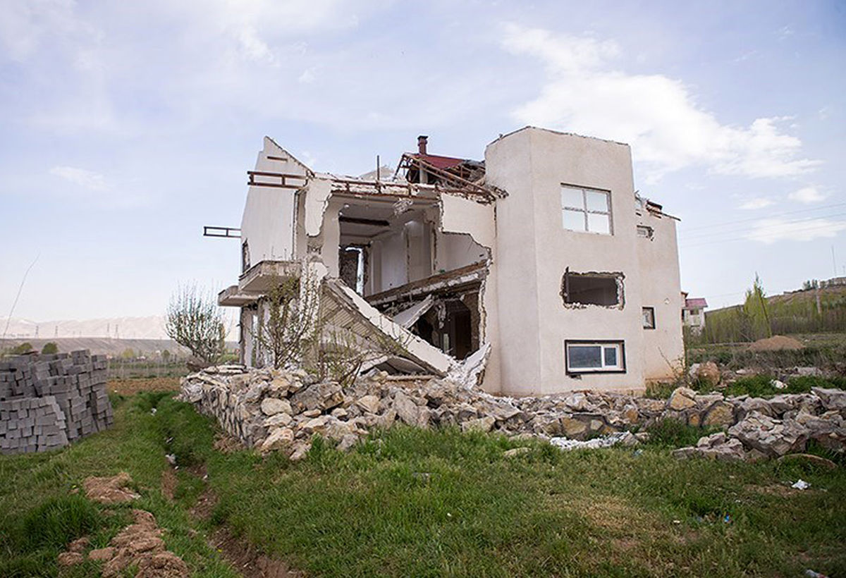 بالاخره ویلای میلیاردی دو مسئول در فیروزکوه تخریب شد+عکس