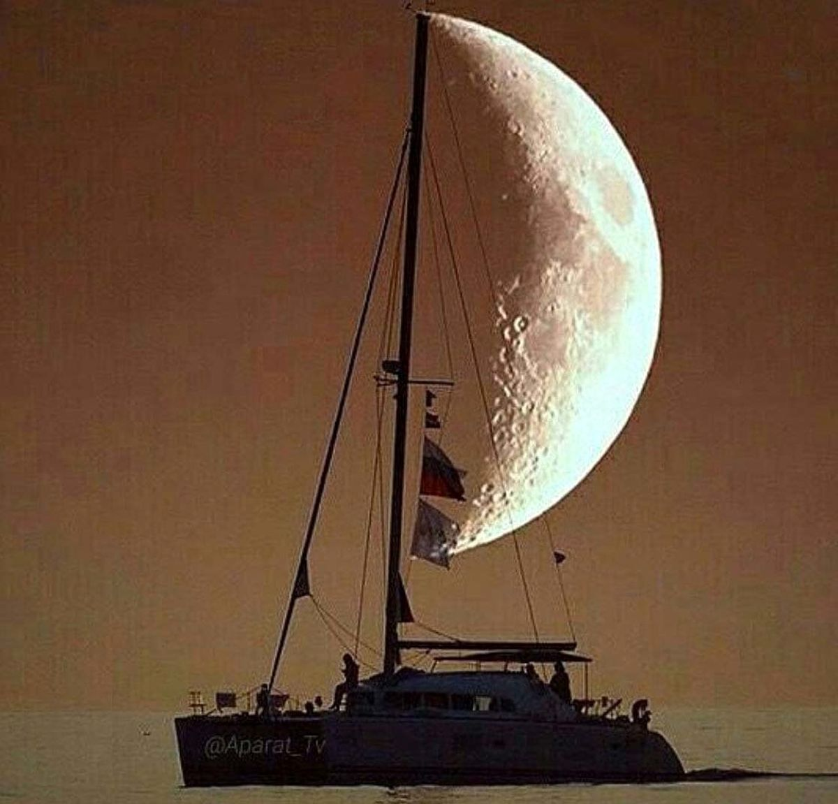 شکار لحظه ها؛زیباترین عکس از ماه