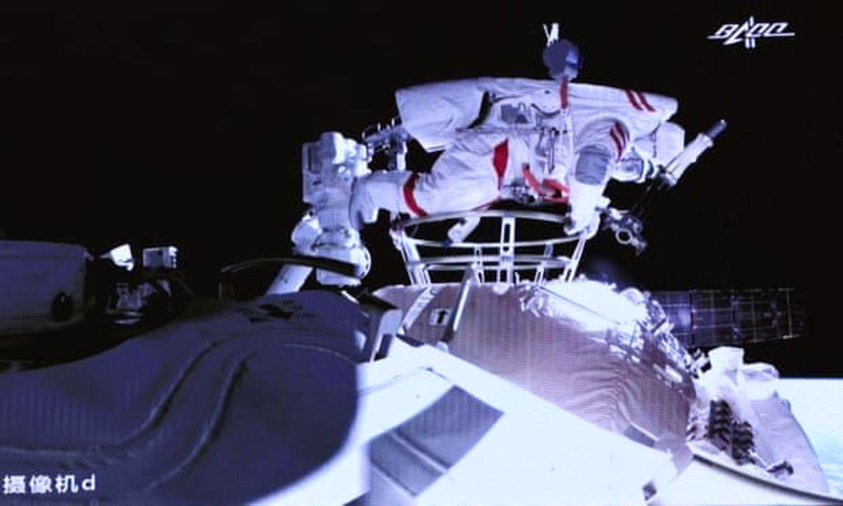 اولین پیادهروی فضایی چینیها در ایستگاه خودشان انجام شد