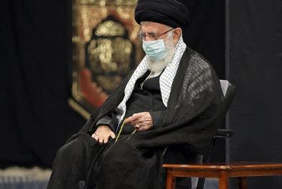 تصاویر رهبر انقلاب در شب عاشورای حسینی