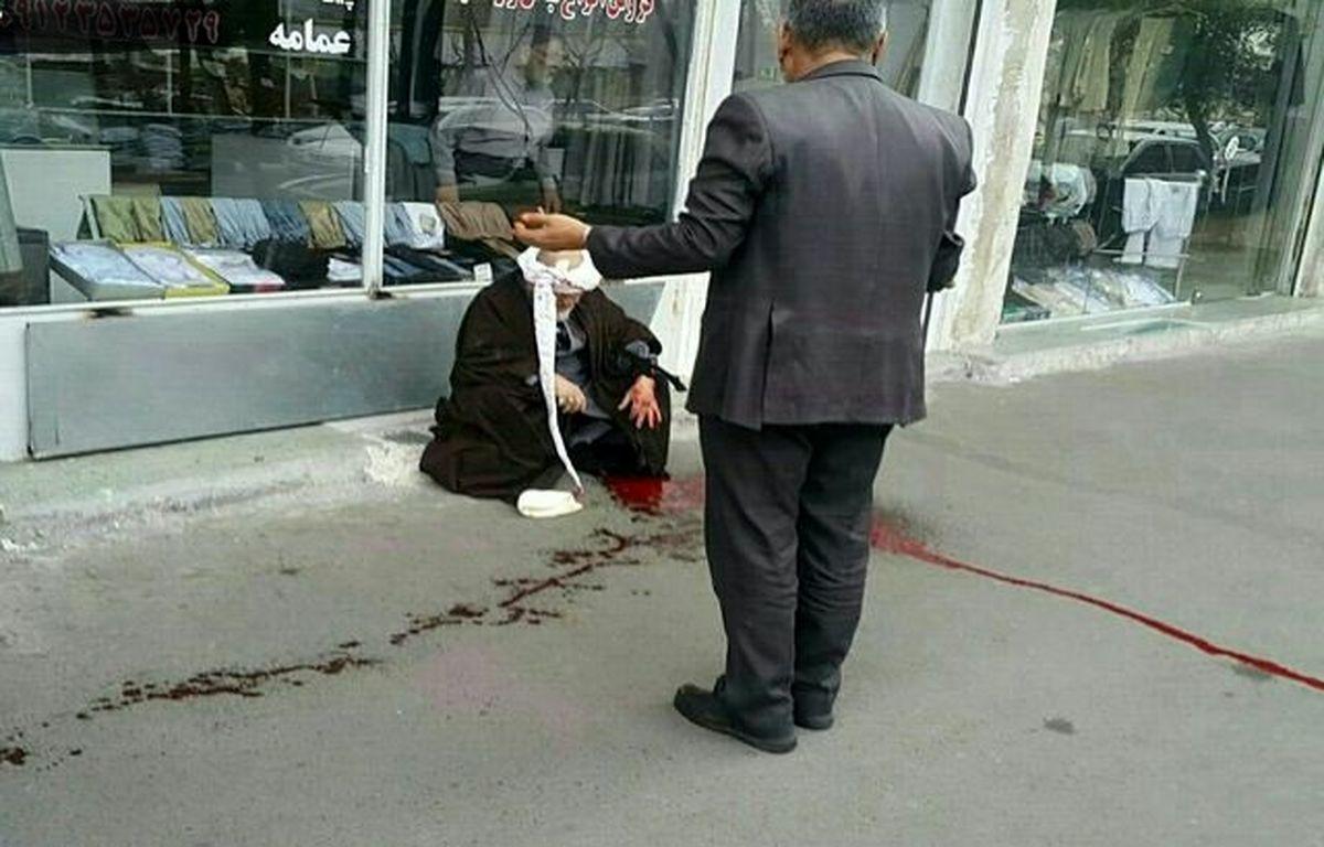حمله اراذل و اوباش با تیغ موکتبری به یک روحانی + عکس
