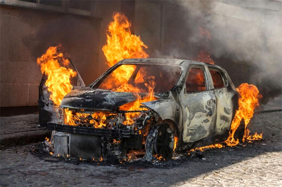 تصاویر عجیب از آتش زدن عمدی خودروها در تهران