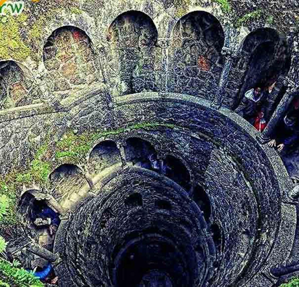 عکس برج وارونه در اعماق زمین