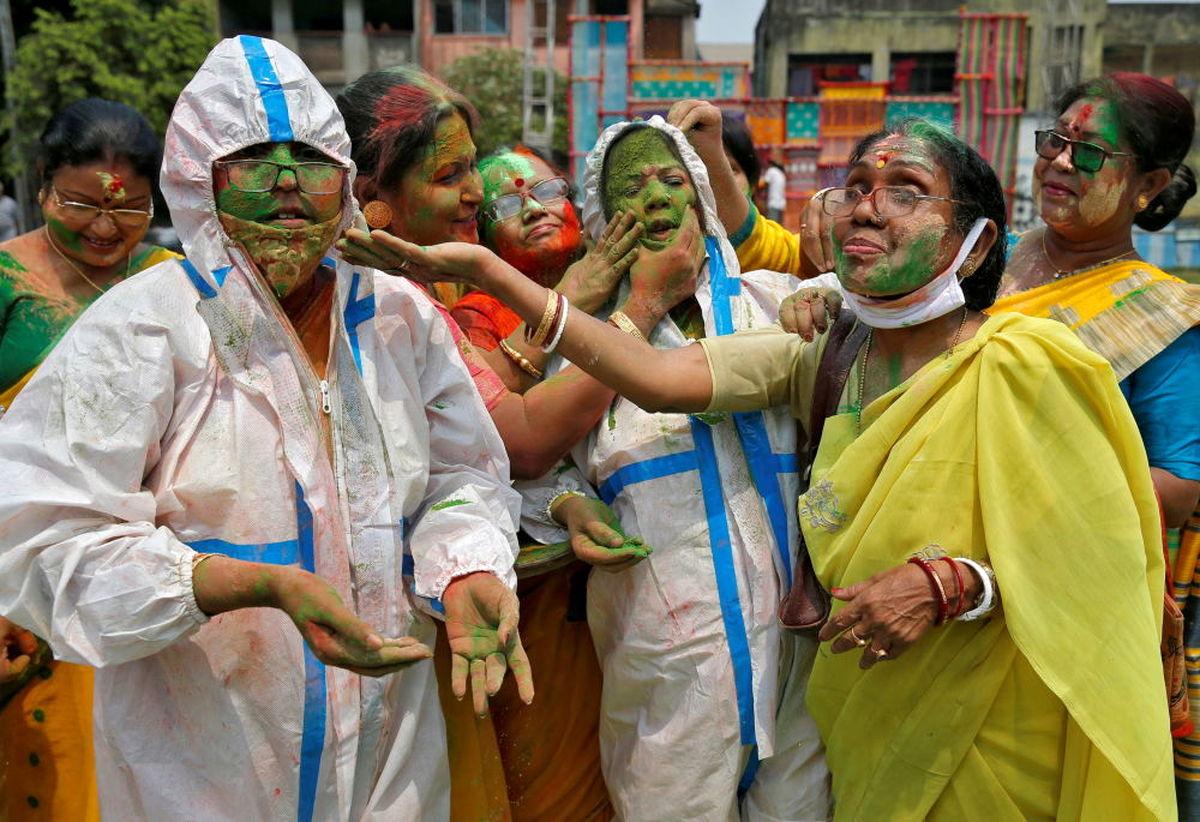 تصاویر جذاب و دیدنی از جشنواره رنگ هولی در هندوستان