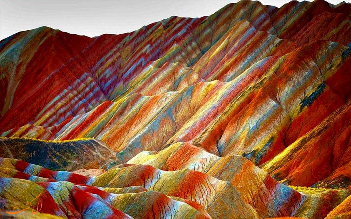 تصاویری زیبا و دل انگیز از کوهستانی رنگارنگ در چین