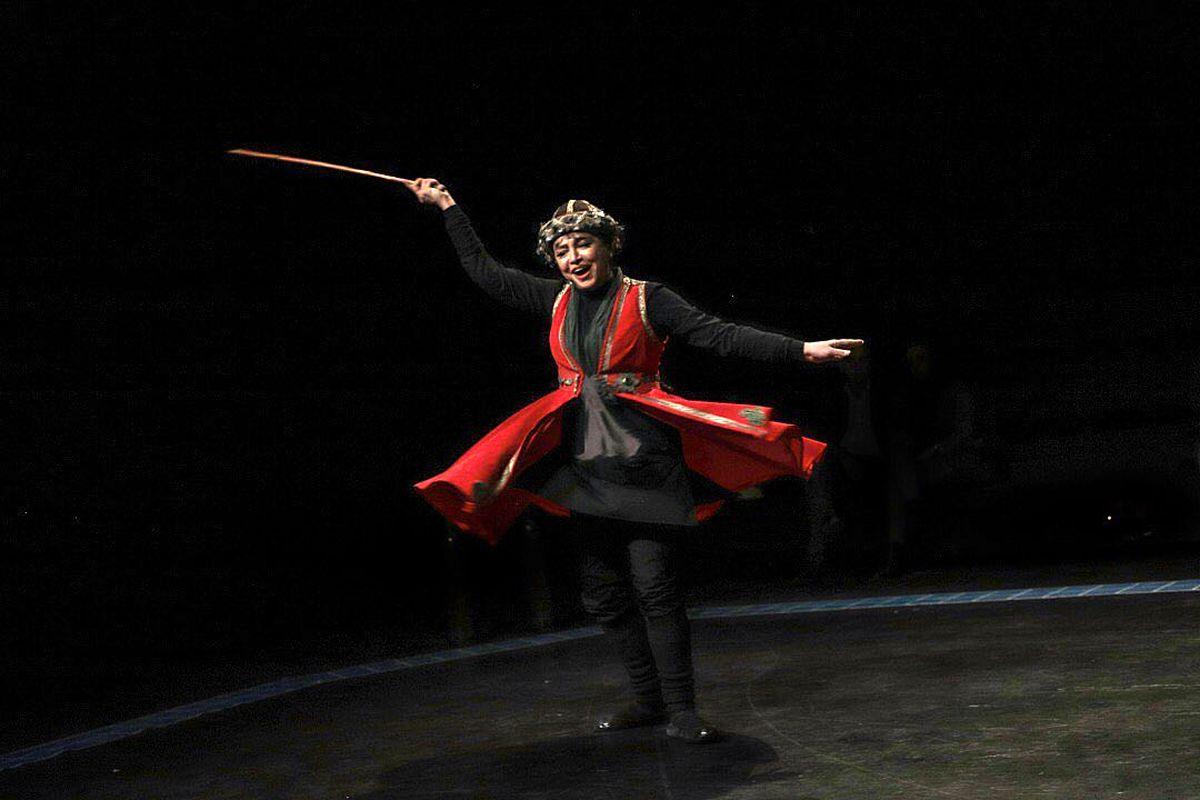 همسر جواد عزتی در نمایش موزیکال بوقلمون
