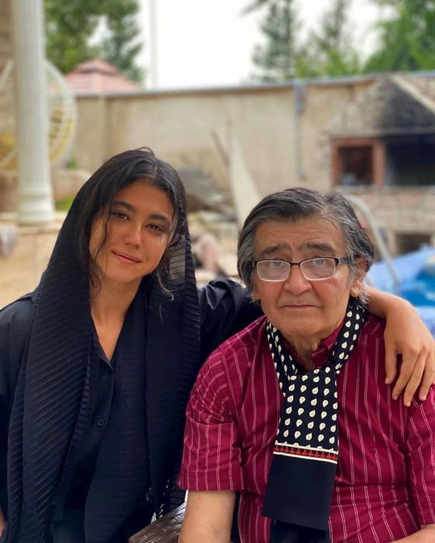 عکس لو رفته رضا رویگری با 2 دختر جوان در خانه اش   تصاویر رضا رویگری